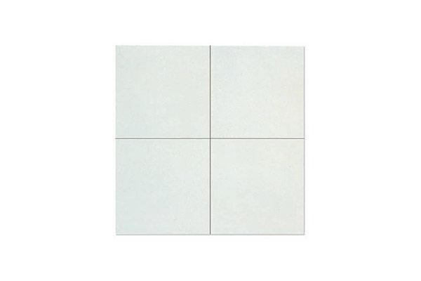 Composizione-pavimento-liscio-vibrato-bianco-e-grigio