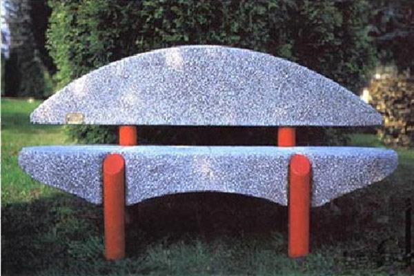 Panchina-Ponza-in-ghiaia-bianco-Carrara-con-schienale