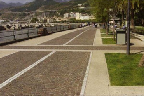 Veduta-pavimento-50-x-50-x-4-graniglia-Siena-spazzolato-lungomare-Salerno