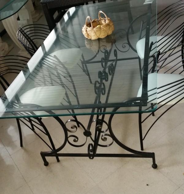 Tavolo con base in ferro e piano in vetro completo di 4 sedie artistica meridionale - Tavolo ferro battuto e vetro ...